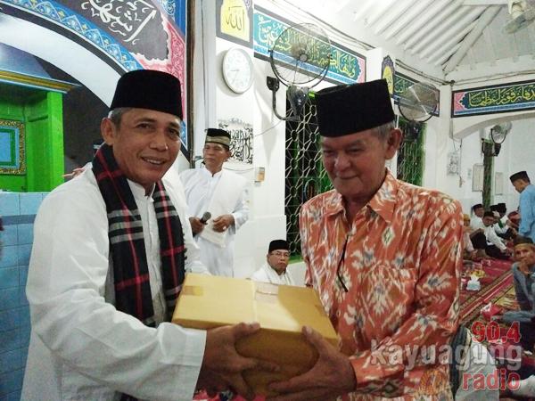 Safari Ramadhan Di SP Padang Pemkab OKI Berikan Bantuan Hand Traktor