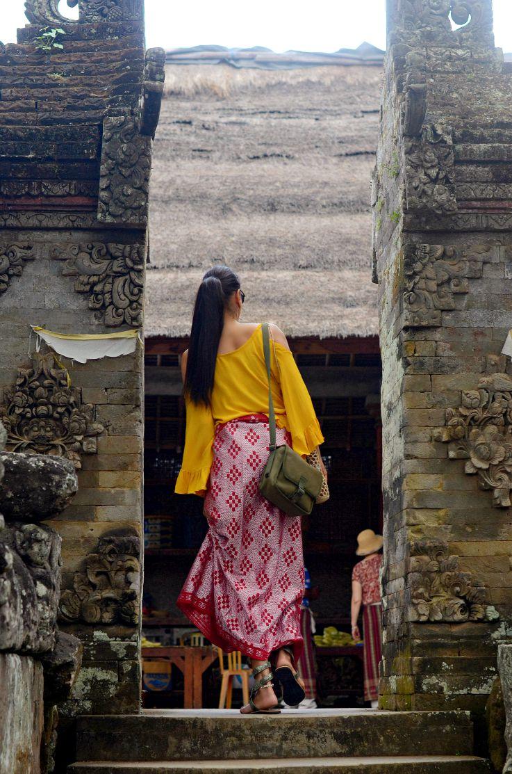 Batuan Temple, Tamara Chloé, Sarong, Bali, Indonesia