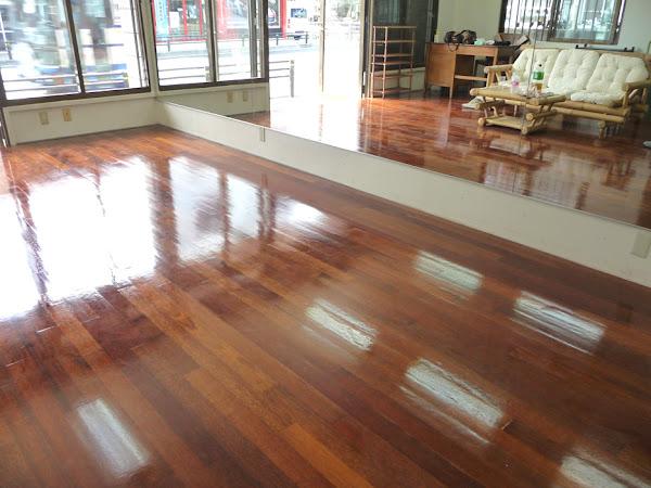 ダンススタジオに使用したメルバオ無垢フローリングの施工写真