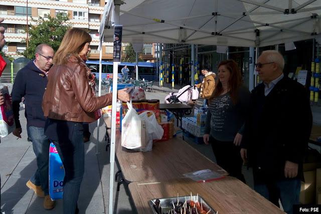 Idoia Mendía participa en la recogida de alimentos en Cruces