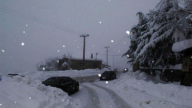 Η Ελλάδα στα «λευκά» - Έπεσαν τα πρώτα χιόνια - Σε ποιες περιοχές χρειάζονται αντιολισθητικές αλυσίδες