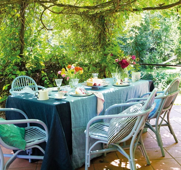 Ideas For Decorating Outdoor Dining Room Tables 13