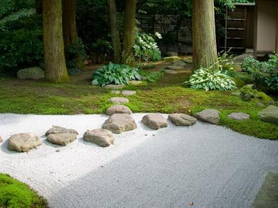 10 increibles jardines minimalistas de inspiraci n zen. Black Bedroom Furniture Sets. Home Design Ideas