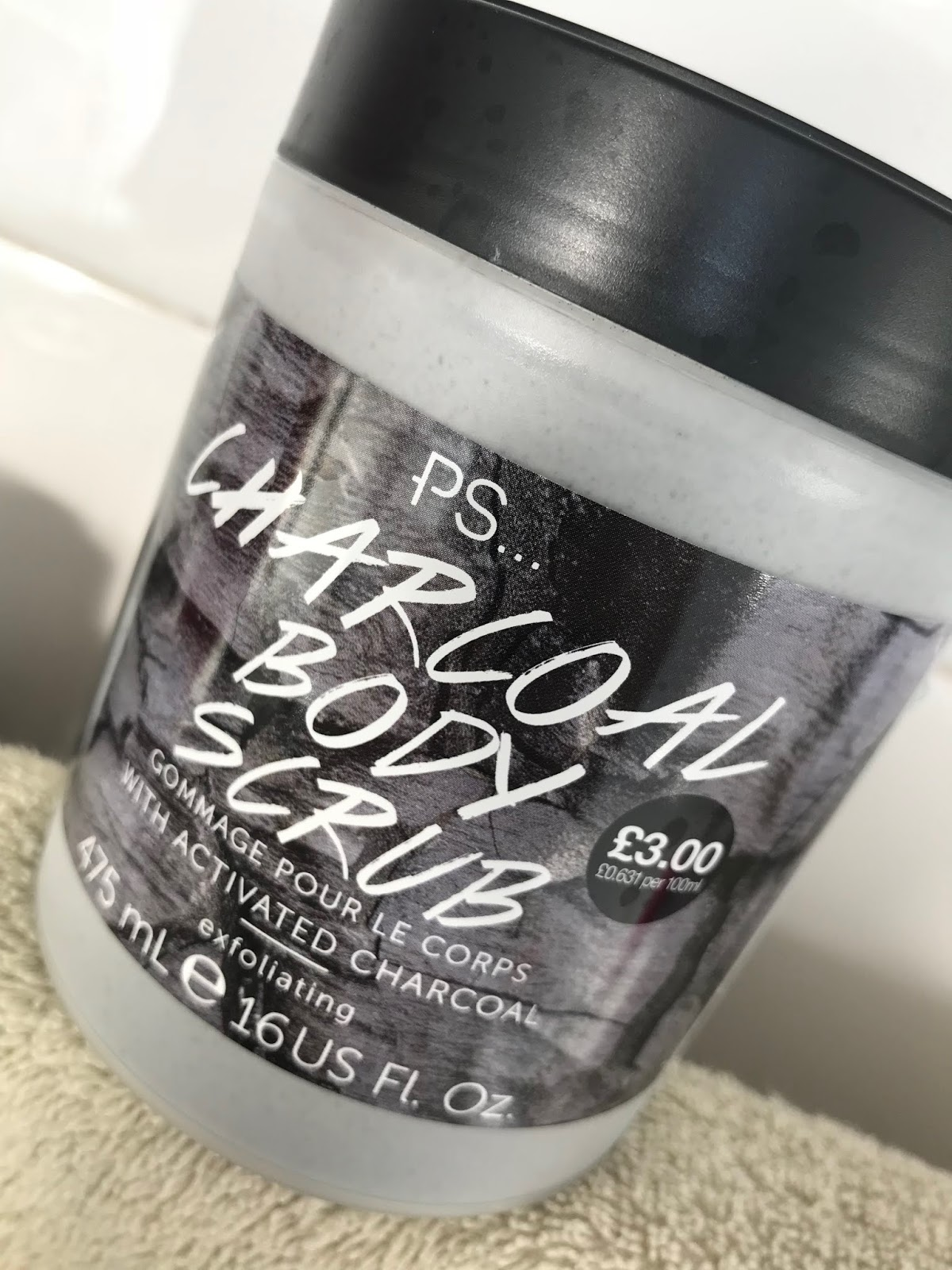 3b459b64 So while I was buying something (lots of things) in Primark recently, I  threw a tub of their new charcoal scrub into my basket.