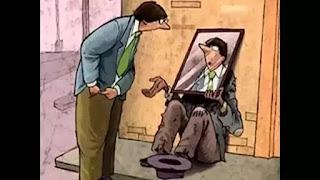 pemberi  uang pengemis melihat wajahnya sendiri