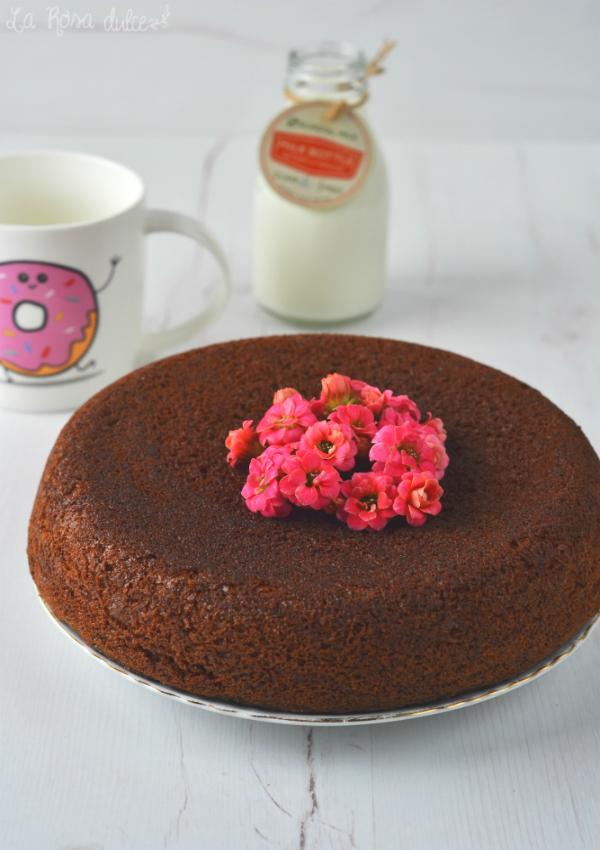 Bizcocho esponjoso de chocolate sin huevo {olla gm}
