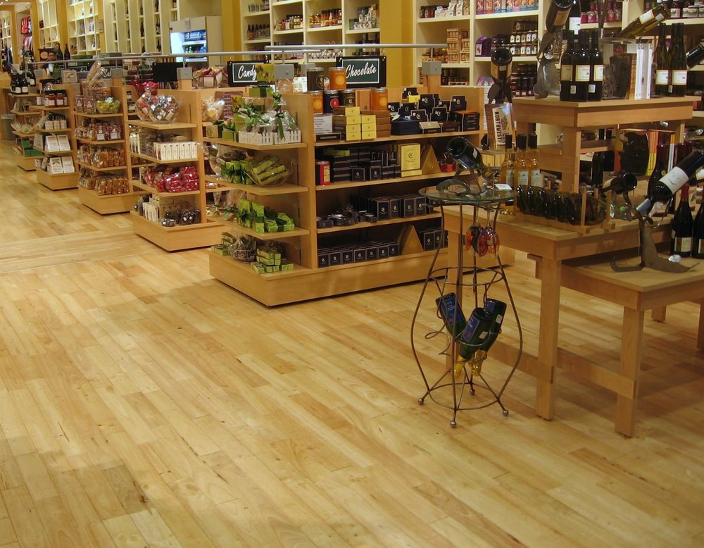 Sàn gỗ cao su - cửa hàng