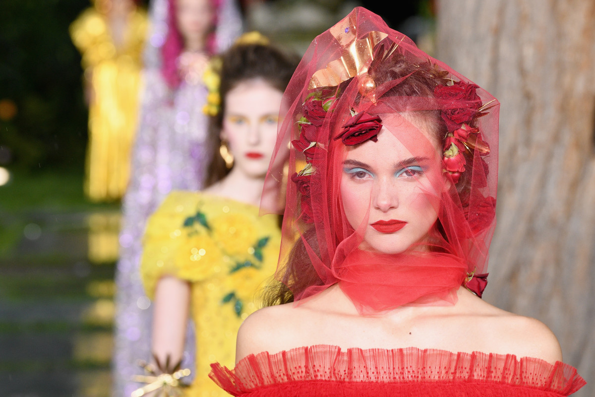 erdem dries von noten dior fenry beauty  versace marni lequan smith Simone Rochas tendências de maquiagem 2019