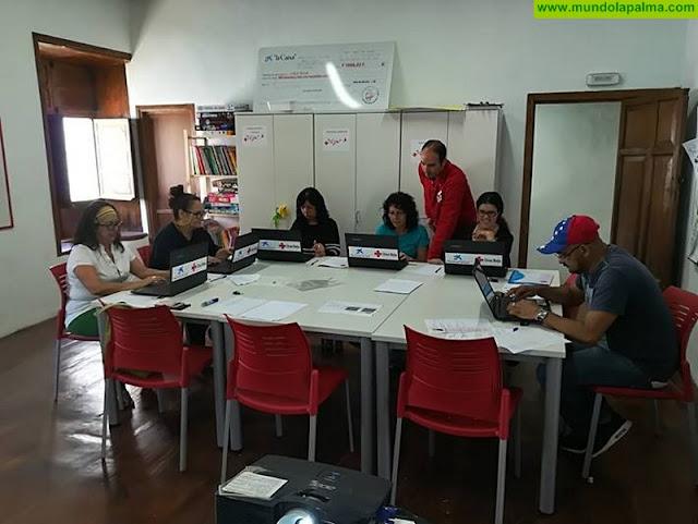 Cruz Roja La Palma recibe cinco ordenadores para un proyecto de empleo