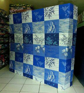 Kasur inoac motif abstrak minimalis padi biru