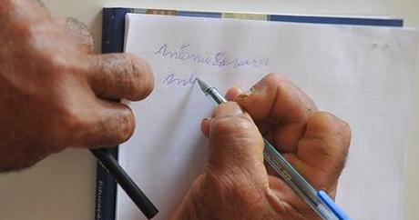 Brasil ainda não atingiu meta de redução de analfabetismo fixada para 2015