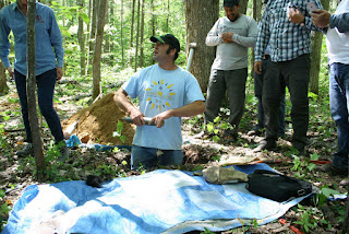 U-M ecologist and biogeochemist Luke Nave demonstrates methods to measure soil carbon during a July 2015 workshop at the University of Michigan Biological Station. (Image Credit: Kailey Marcinkowski, Northern Institute of Applied Climate Science) Click to Enlarge.