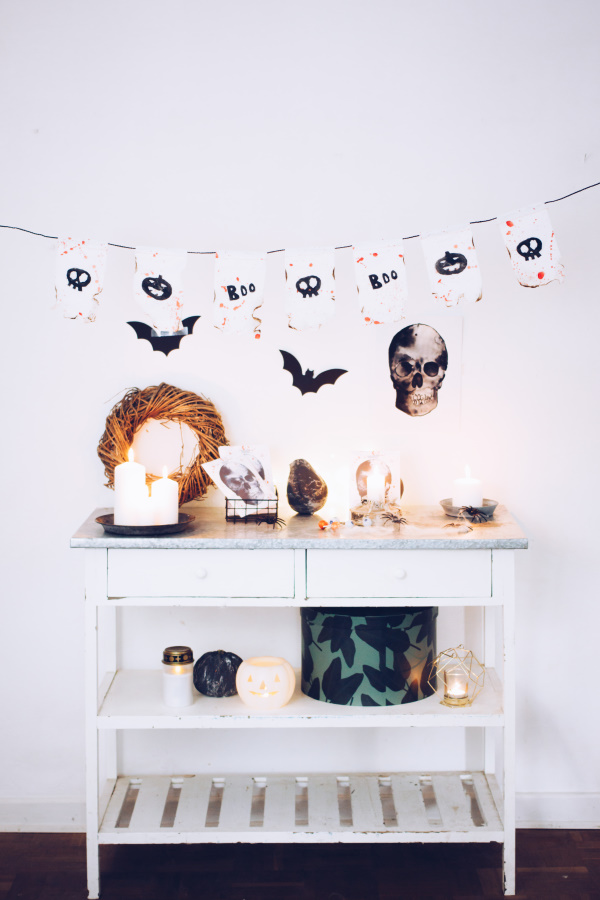 DIY Halloween Dekoration: Anleitung für eine schaurige Wimpelkette aus Tempo-Taschentüchern. Happy Crafting by titatoni.de