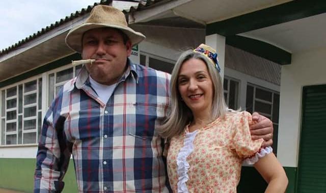 Mato Rico: Prefeito e primeira-dama no traje caipira...