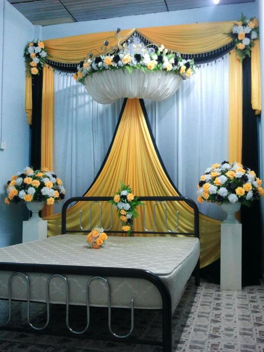 Set Bilik Tidur Kepala D Crown Warna Tema Kuning Raja Hitam Putih