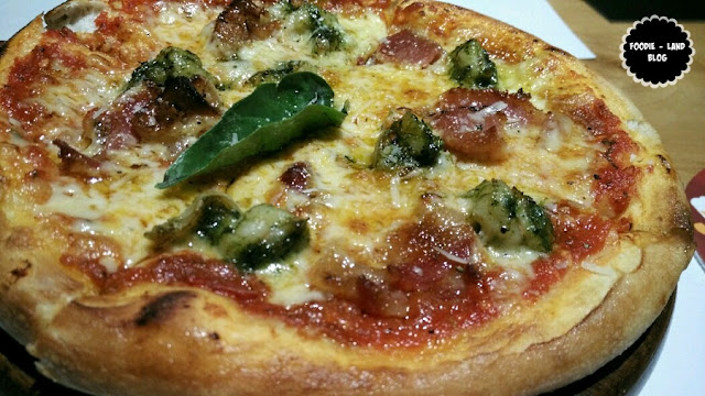 Bacon & Prawns Pizza @ Ministry of Pizza | Koramangala | Bangalore