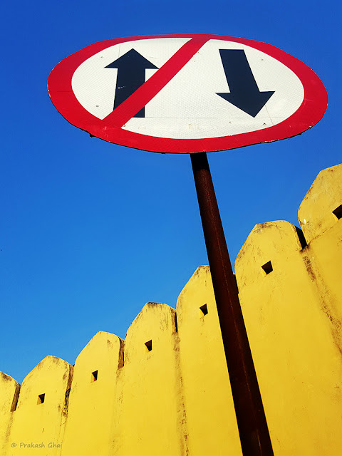 A Minimalist Photo of One Way Traffic Signal in front of Jantar Mantar Jaipur