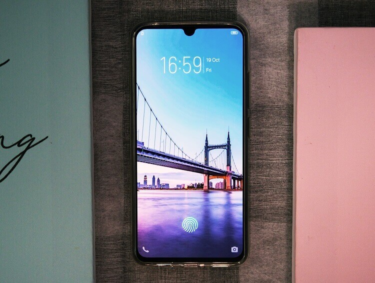 Vivo V11 Review; Right in the Middle