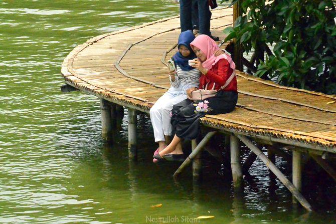 Swafoto di Jembatan Mangrove Grand Maerakaca