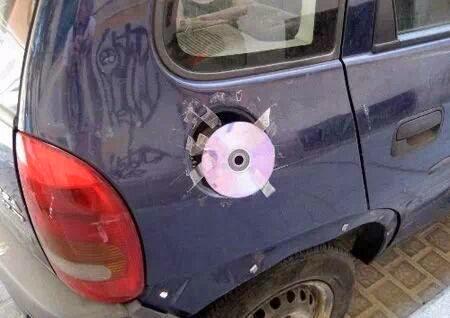 صور,مضحكة,سيارة,تضع,سي دي,cd,غطاء ,للبنزين,
