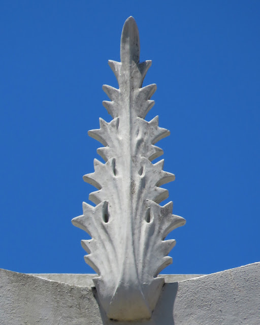 A pinnacle like stylized poppy leaf, Piazza Grande, Livorno