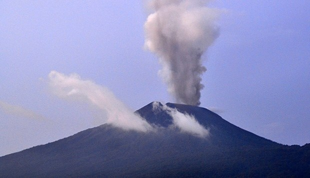 jika gunung slamet meletus pulau jawa akan terbelah