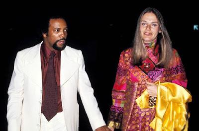 Imagens antigas da atriz Peggy Lipton com seu marido Quincy Jones