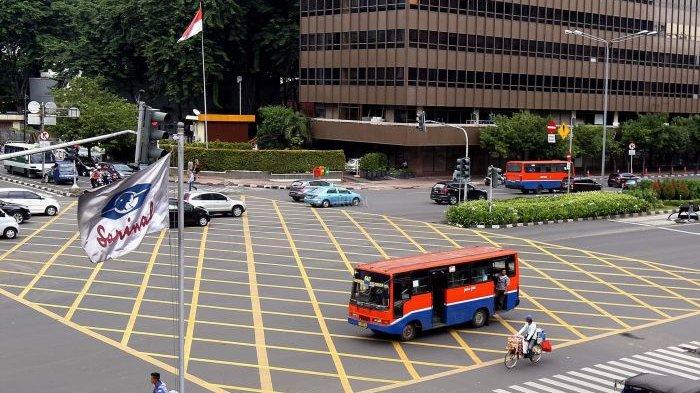 Arti garis kuning dan putih di jalan raya