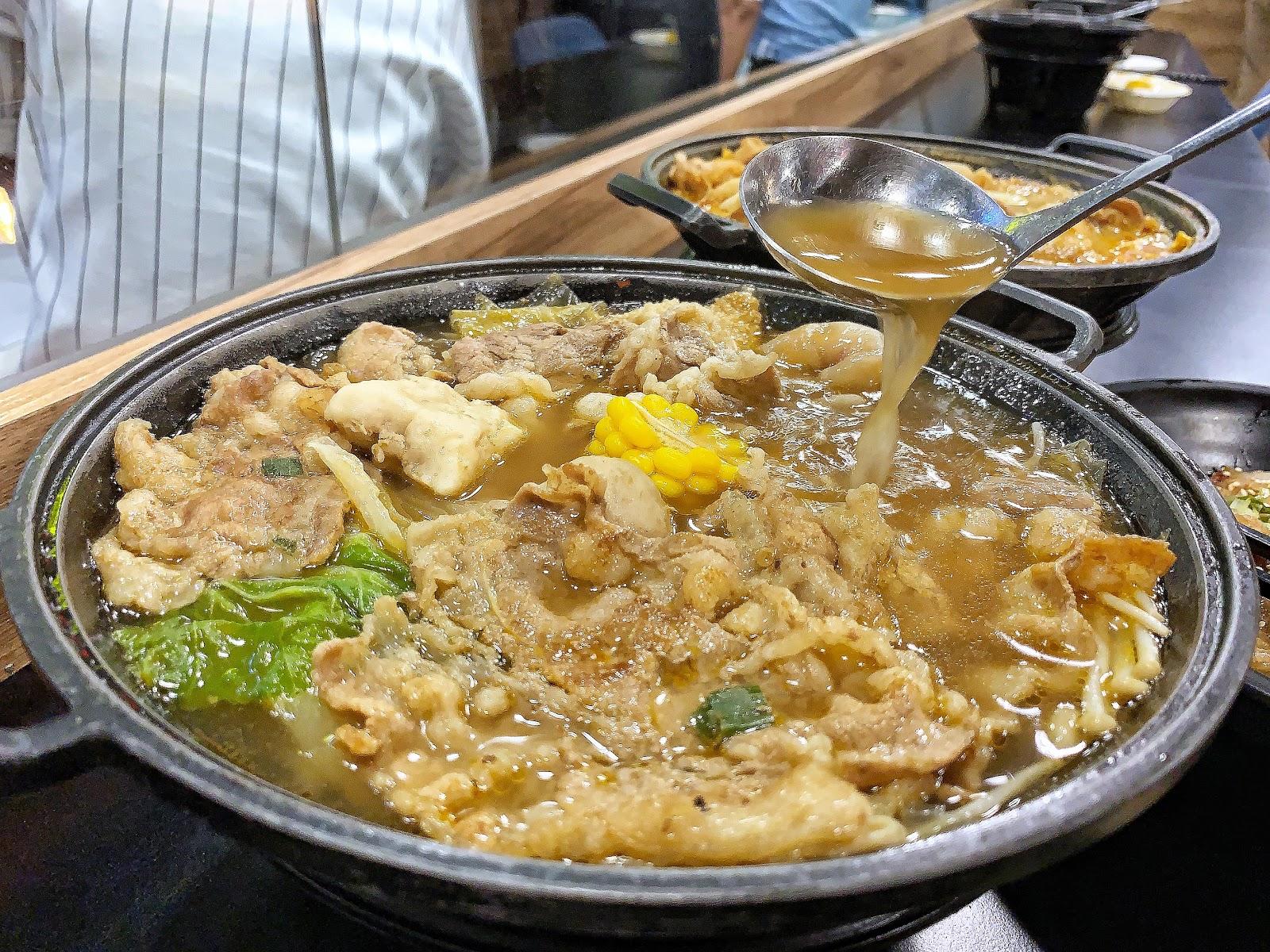 麻中帶辣的燒肉火鍋湯頭