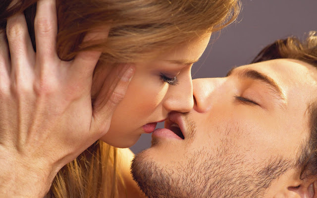 Romantic Kiss Picture