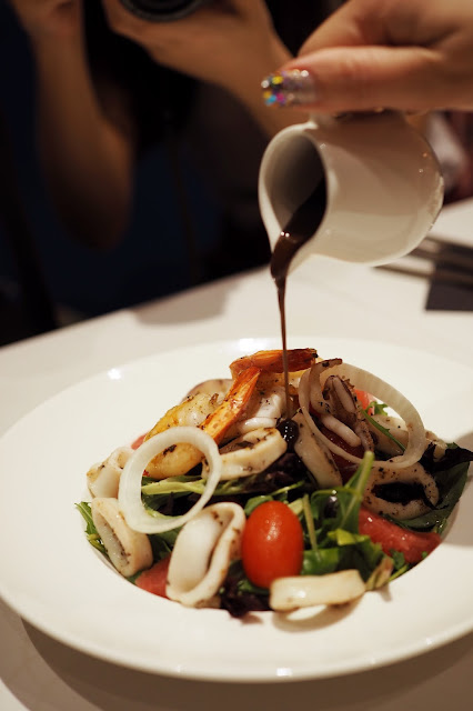 zesty seafood salad review singapore