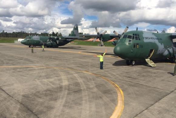 Aviões da FAB chegam à Colômbia para buscar corpos de vítimas de acidente