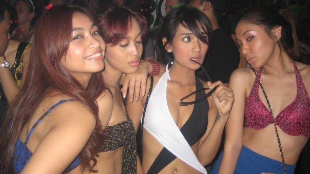 Duschen schwules Heißes indonesisches Mädchenforum