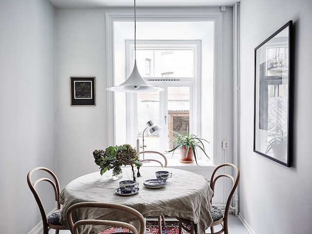 my scandinavian home: A lovely Swedish home with a blue accent wall