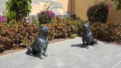 statue di cane