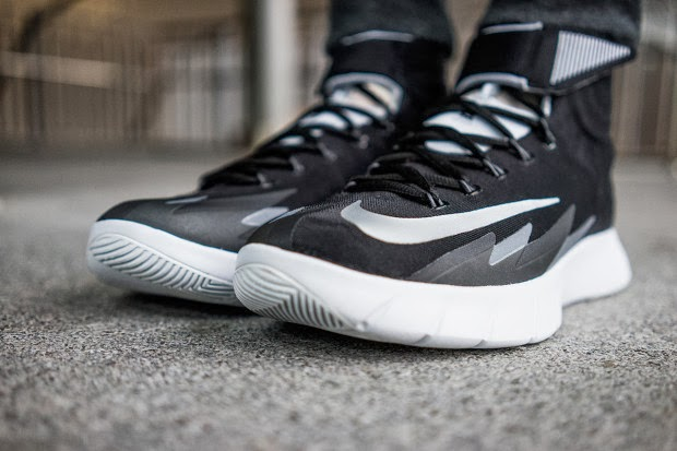 reputable site 4fc86 d1109 Nike Zoom HyperRev Black White