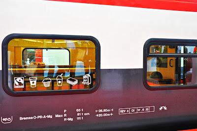 Starbucks-Sbb-Wagon-Muffinfenster