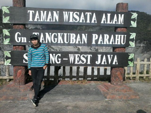 TANGKUBAN PERAHU INDONESIA