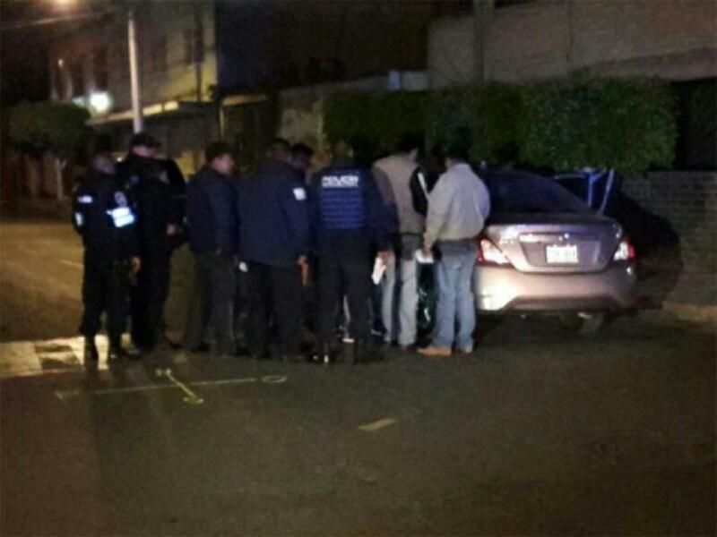Conductor viajaba con mujer ejecutada en el asiento trasero de su vehículo en el EDO. DE MEXICO