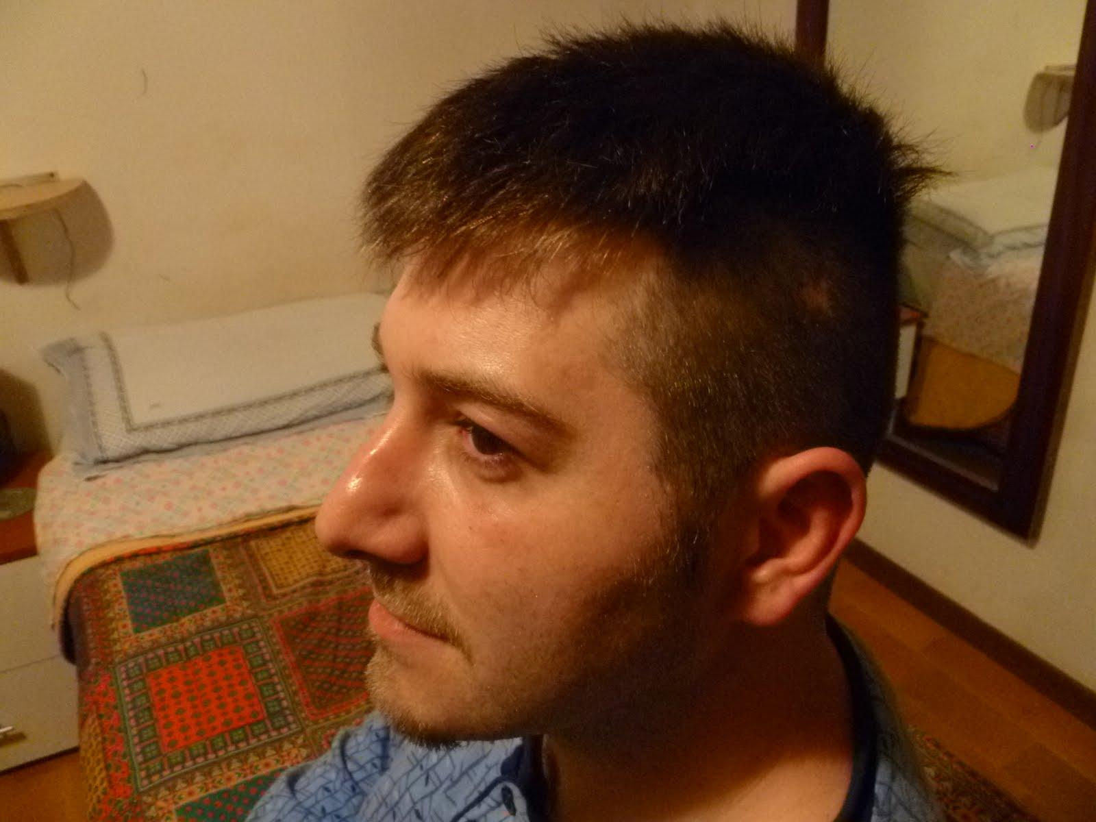 Taglio capelli per testa grande uomo – Frangia capelli c2df460e4f2