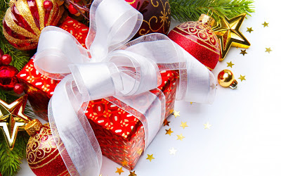 Christmas_gift_white_ribbon_free_download_wallpaper