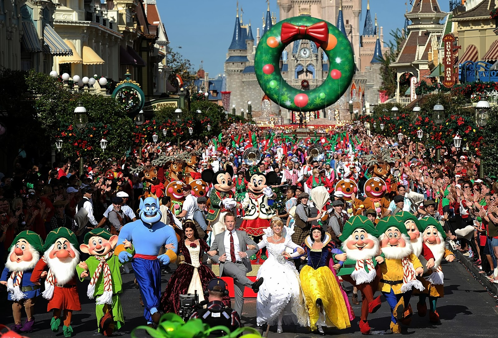 Christmas Day Parade.The Family Vacationist Disney Parks Christmas Day Parade To