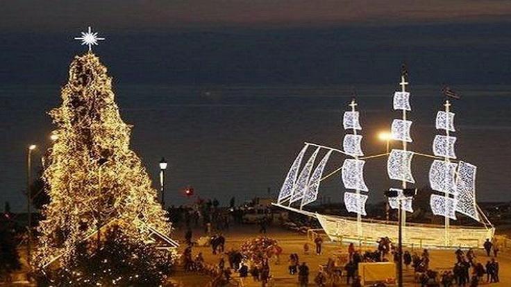 Τι στολίζουμε τα Χριστούγεννα, δέντρο ή καράβι;
