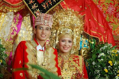 gaun pengantin berhijab minang pesisir