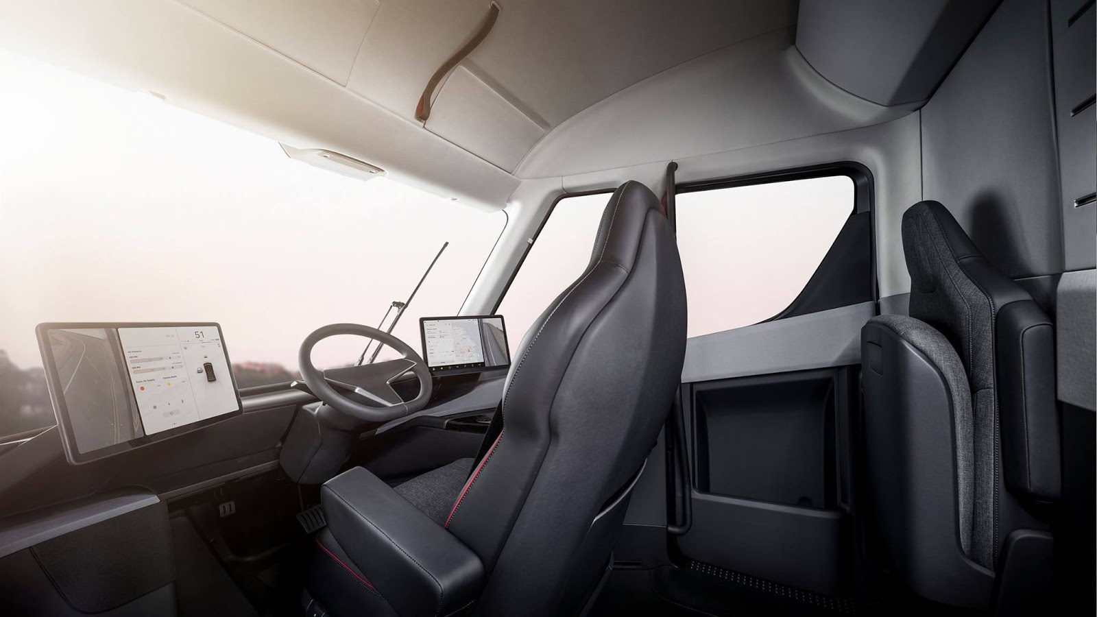 Кабина грузовика Tesla Semi