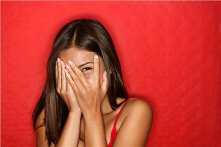 Γιατί γελάμε από τα νεύρα μας και κλαίμε από ευτυχία;