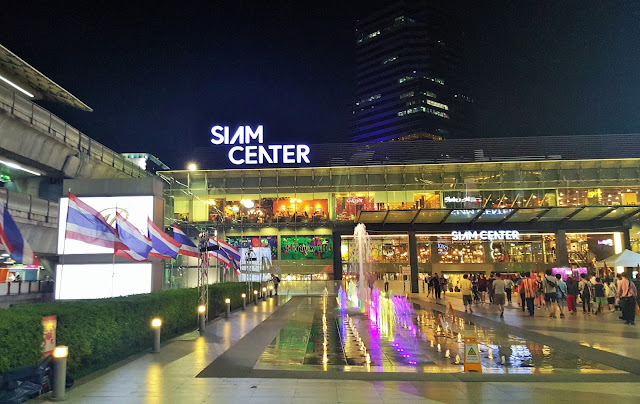 Siam Paragon Shopping in Bangkok