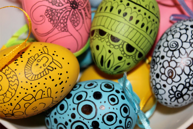 как красить пасхальные яйца своими руками