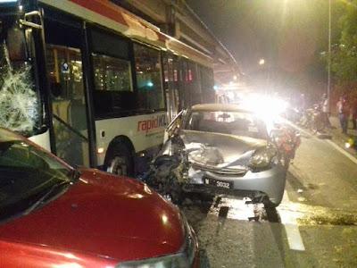 Video  7 kereta dirempuh bas, 4 cedera