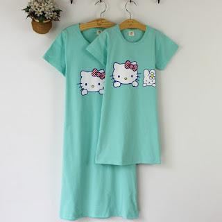 Foto di pigiama per mamma e figlia di Hello Kitty